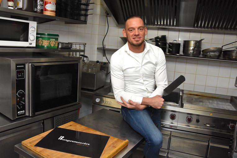 Arie Maillard in de keuken van zijn nieuwe zaak