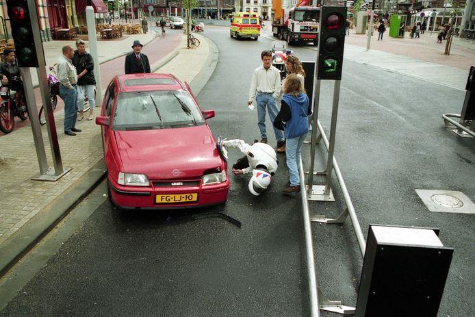 Tussen 1995 en 2006 was de Heuvelring met hydraulische paaltjes afgesloten voor doorgaand verkeer. Regelmatig liet een automobilist door de paaltjes zich foppen.