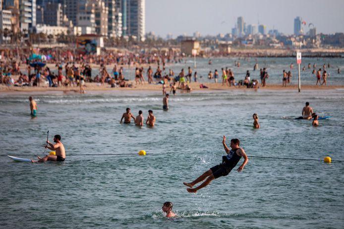 A Tel-Aviv, les habitants ont cherché la fraîcheur à la plage durant le week-end
