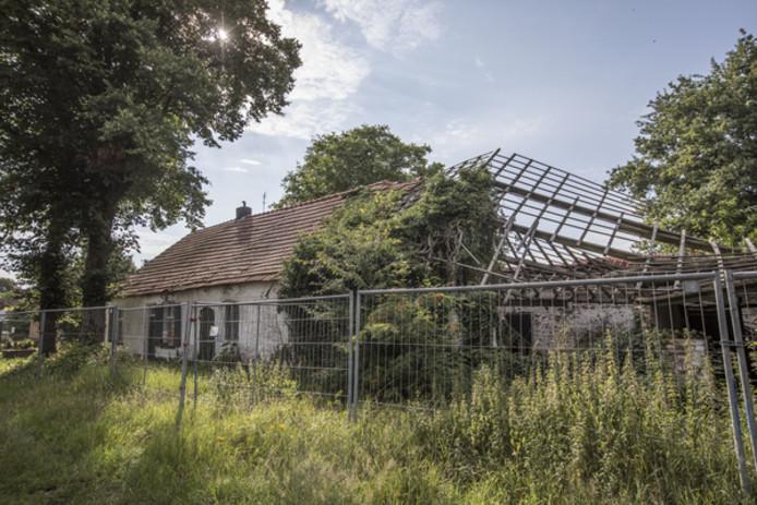 Hoe ontstaan vervallen boerderijen op onderzoek in de for Te koop oude boerderij