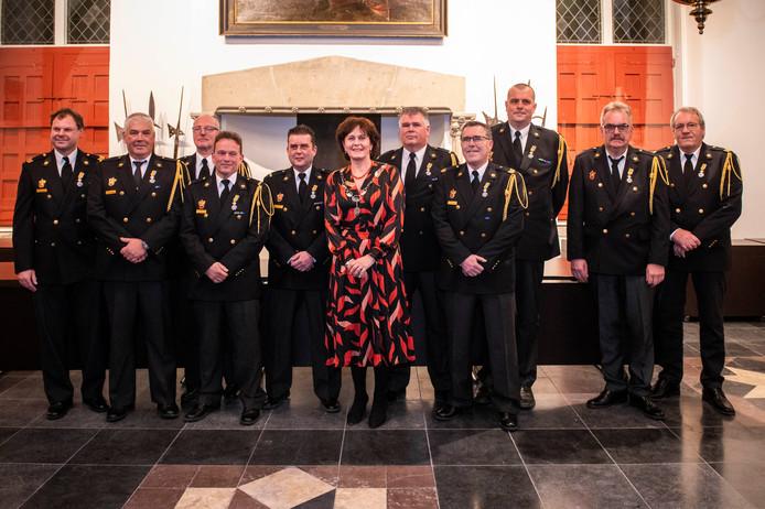 Koningklijke onderscheidingen voor de brandweer uitgereikt voor burgemeester Marga Vermue (midden). vlnr: dhr. E.A. Blonk, dhr. K.H.A.E. Missiaen, dhr J.F. Brandenburg, dhr. J. Tellier, dhr. F.L. Baas, dhr. E.M. de Kam, dhr. R. Van Hee, dhr. M. Molema, dhr. J.M. Bartelse, A.J. Francke. FOTO: © Boaz Timmermans/Fos Fotografie