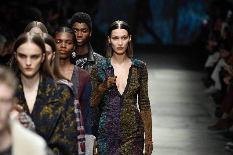 Bella Hadid op de Milanese Fashion Week in februari.