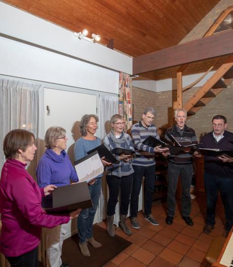 Experiment van een klein koor in een grote kerk