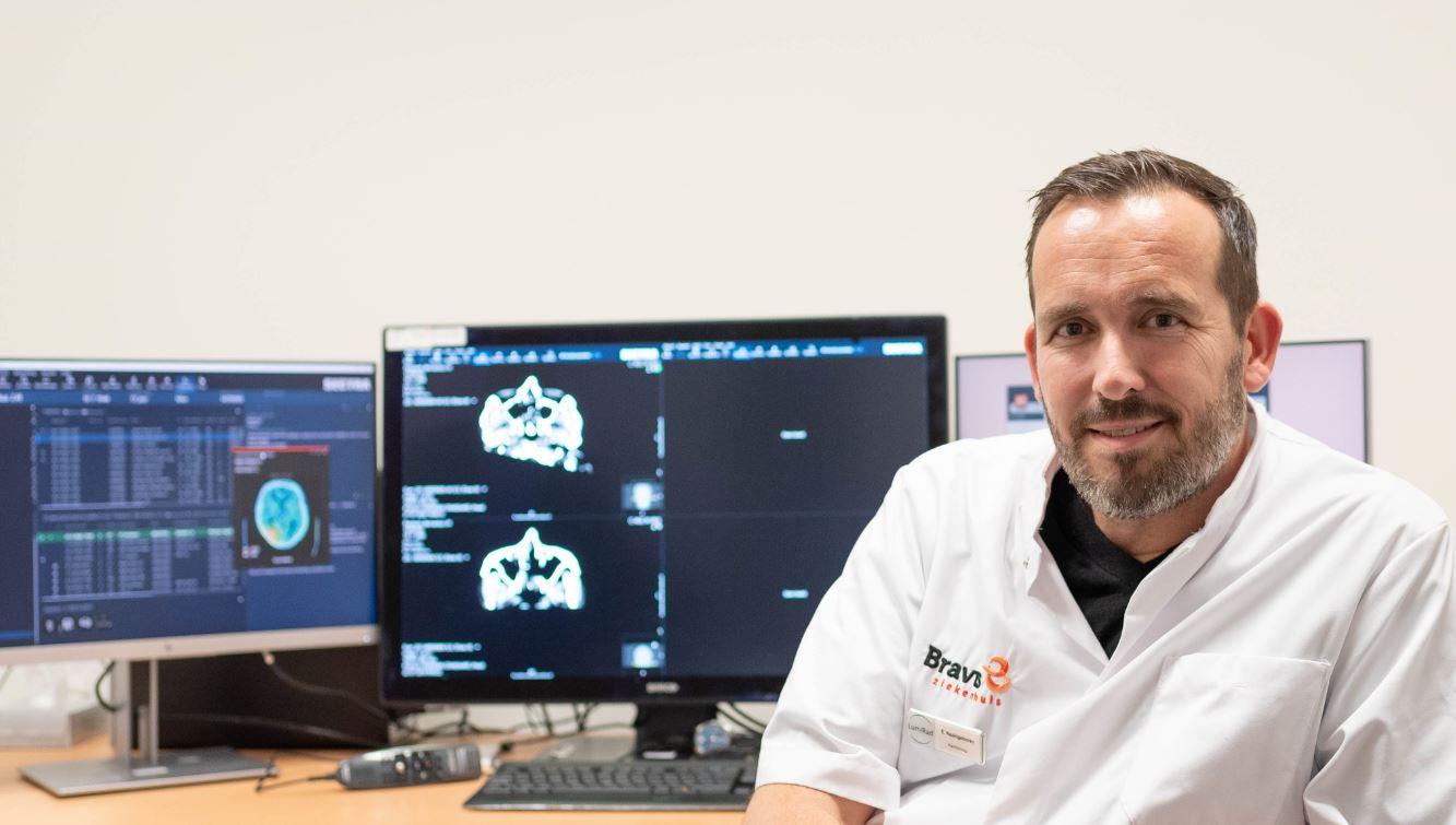 Radioloog Elmer Naaktgeboren  van het Bravis ziekenhuis Roosendaal.