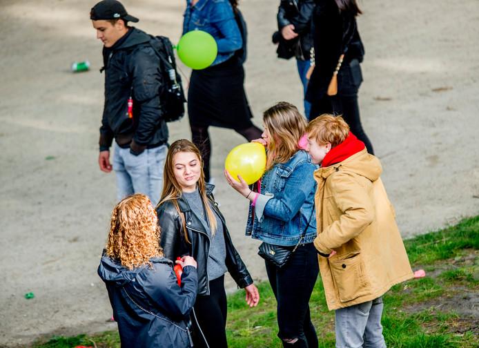 Sinds vorig jaar is het gebruik van lachgas op festivals en evenementen enorm toegenomen.