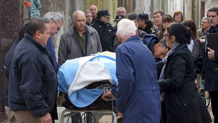 Het stoffelijke overschot van Juan Manuel Fangio werd gisteren opgegraven.