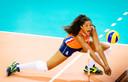 Celeste Plak van het Nederlands volleybalteam in actie.