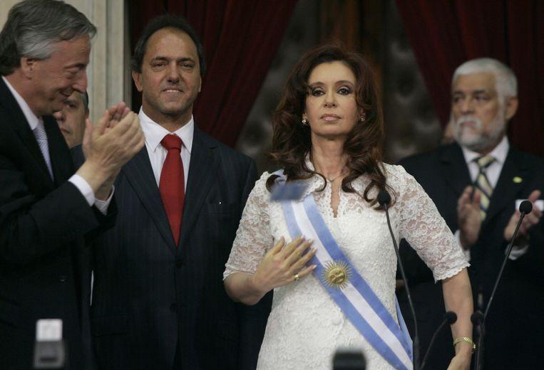 December 2007, Cristina Kirchner volgt haar man Nestor (links) op. Ze werd daarmee de eerste gekozen vrouwelijke president van Argentinië. Beeld AP