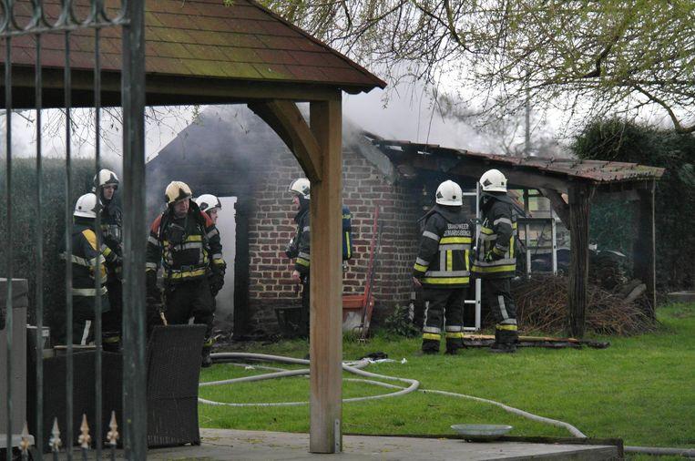 De brandweer kon niet voorkomen dat de sauna in vlammen opging.