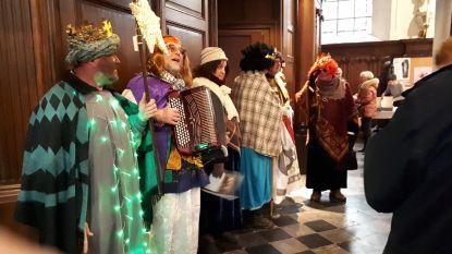 OKRA Vlezenbeek ging zingen voor Driekoningen