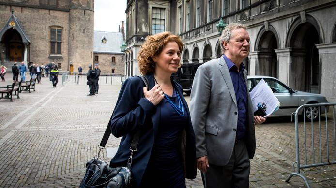 Kathalijne Buitenweg en Bram van Ojik op het Binnenhof