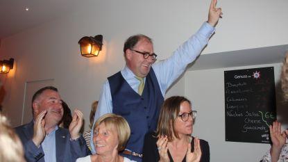 """VIDEO Christoph D'Haese blijft burgemeester: """"Weir doeng voesj!"""" Open Vld, CD&V en N-VA onderhandelen over coalitie"""