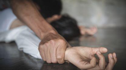 Escortdame beschuldigt vluchtelingen van verkrachting