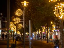 De feestverlichting in Veenendaal wordt nu al van stal gehaald als 'lichtjes van hoop'