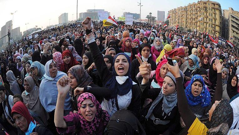 Egyptische vrouwen demonstreren op het Tahrirplein. Beeld epa