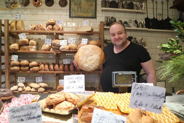 Bakker-brocanteverkoper Bernard staat al sinds zijn 12de in een bakkerij.
