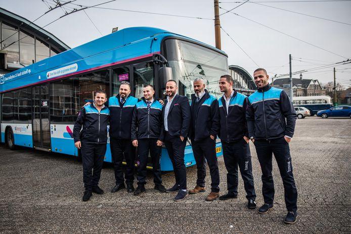 De statushouders die in Arnhem zijn opgeleid tot buschauffeur.