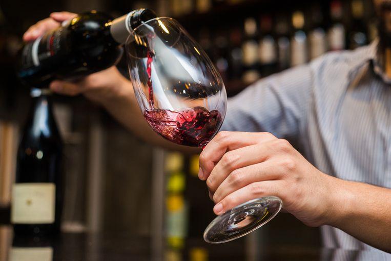 Rodewijnspatten op het tafellaken of een verkeerde keuze van wijnglas? Het zal een ervaren kelner niet zo snel overkomen. Met de juiste training én enkele tips schenk ook jij binnenkort als een pro.