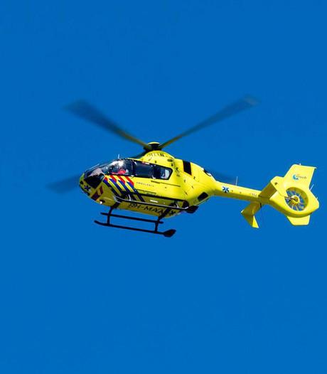 Traumahelikopter landt in Zegveld na valpartij kind (2)