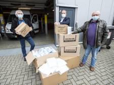 Mooi gebaar: FC Twente-fanclub Hardcore Eibergen schenkt 10.250 mondkapjes aan voedselbank