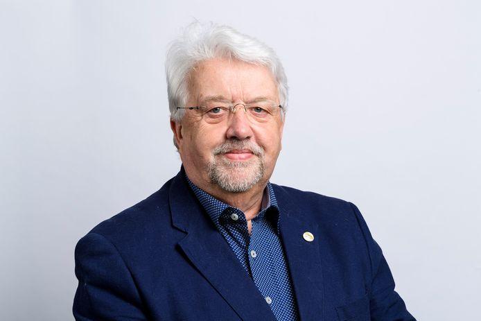 Raadslid Gerrit Venis verlaat na 31 dienstjaren de gemeenteraad van Sliedrecht