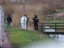 Overleden persoon gevonden langs Molenwetering in Rijswijk, politie doet onderzoek