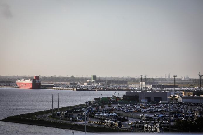 De Zeebrugse haven krijgt er mogelijk een Chinese gigant bij.
