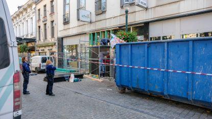 Politie ontruimt daklozenhuis Le Bateau