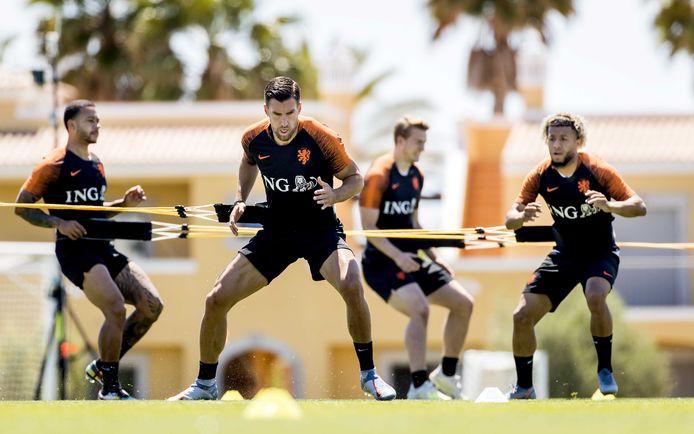 Kevin Strootman traint met Oranje in Lagos.
