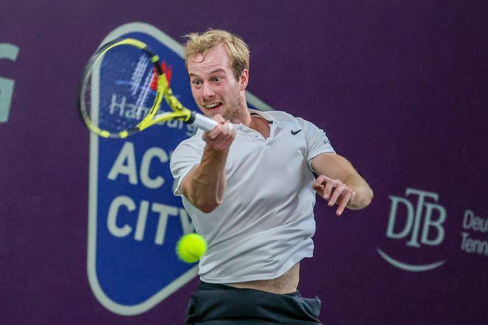 Botic van de Zandschulp heeft nog één zege nodig om zich voor de Austalian Open te kwalificeren.