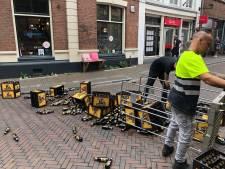 Oeps! Bierflesjes sneuvelen in Zwolse Sassenstraat