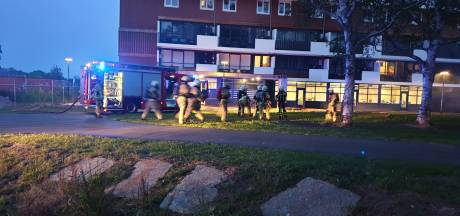 Eigenaar afgebrande flat in Hengelo doet onderzoek naar rookmelders