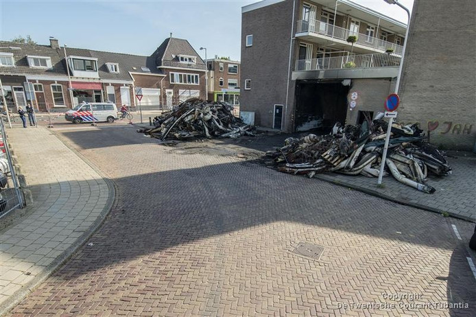De uitgebrande couponhal in Enschede