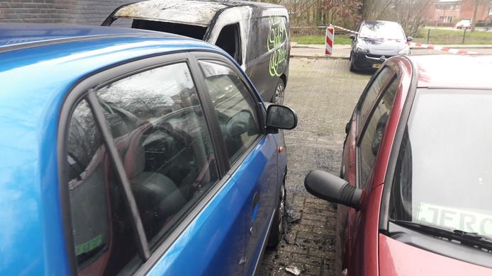 Uitgebrande auto's aan de Pomona in Wageningen