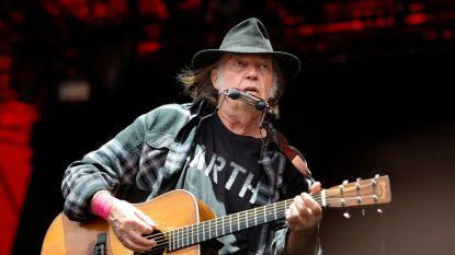 """Neil Young haalt uit naar Facebook: """"Veel berichten bevatten regelrechte leugens"""""""