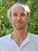 David Dewulf (51) is arts, mindfulnesstrainer en auteur van vijftien boeken over mindfulness, geweldloze communicatie en compassie.