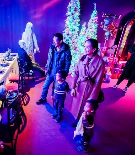 Sprookjesachtige uitstalling áchter de schermen van de Bijenkorf in Rotterdam
