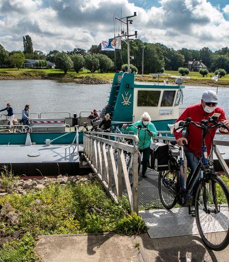 IJsselpontjes druk met extra fietsers, maar mondkapjes zijn hier niet nodig