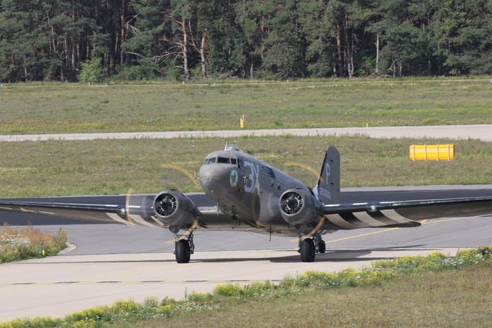Een van de historische toestellen op Vliegbasis Eindhoven.