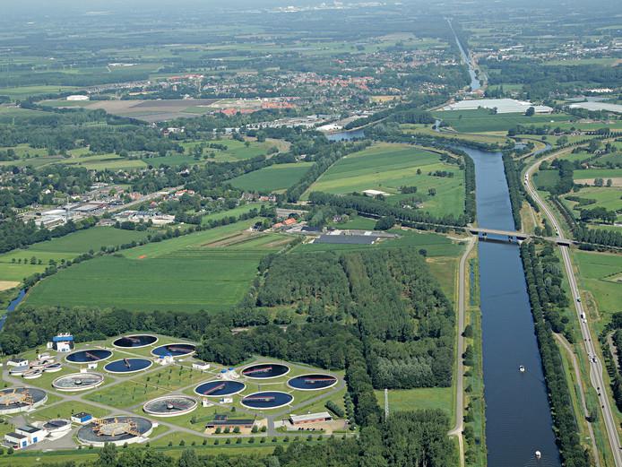 De Kop van Aarle-Rixtel, met linksonder de waterzuivering.