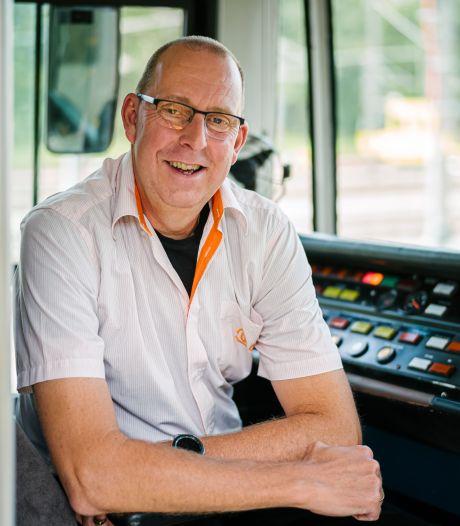 Trambestuurder Marcel stapt na 30 jaar over: 'De nieuwe cabine is ruimer, maar de oude was knusser'