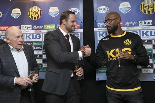 Frits Schrouff, Aleksei Korotajev en Nicolas Anelka tijdens de presentatie bij Roda JC.