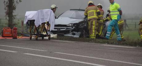 Twee gewonden bij aanrijding Ulft, brandweer bevrijdt beknelde bestuurder