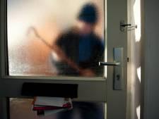 Inbreker wil met tv de voordeur uit wandelen in Eindhoven, maar wordt betrapt door bewoner