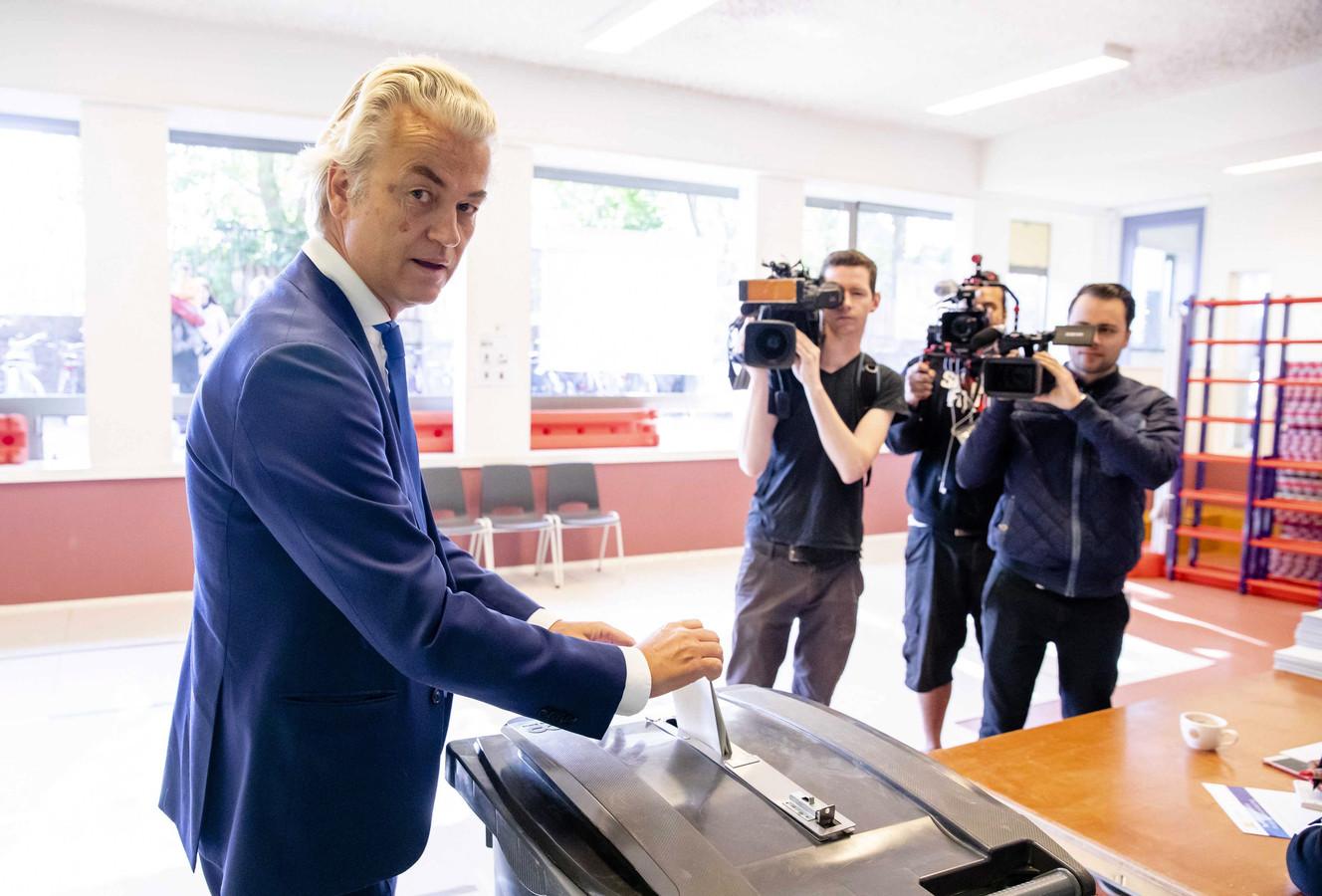 Wilders brengt zijn stem uit.