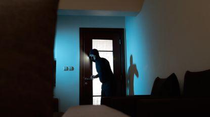 """Nachtelijke inbreker in slaapkamer tegen hoogbejaarde vrouw (88): """"Ik zet wel even koffie"""""""