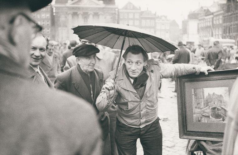 Handel op het Waterlooplein. Beeld Lenoard Freed/Magnum Photos