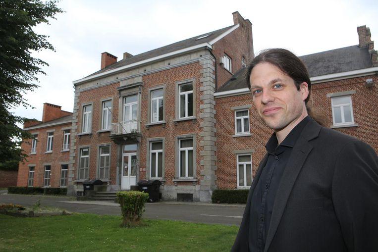 Cultuurschepen Bart De Vos bij de Villa.