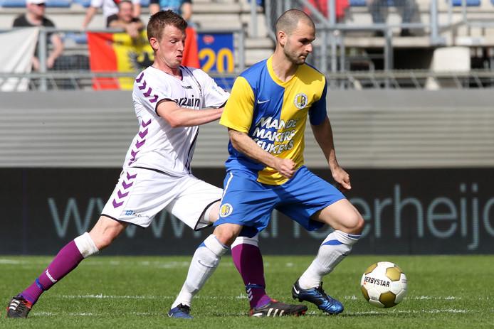 Hans Mulder (r) in het kampioensjaar 2010-2011 in actie voor RKC Waalwijk.