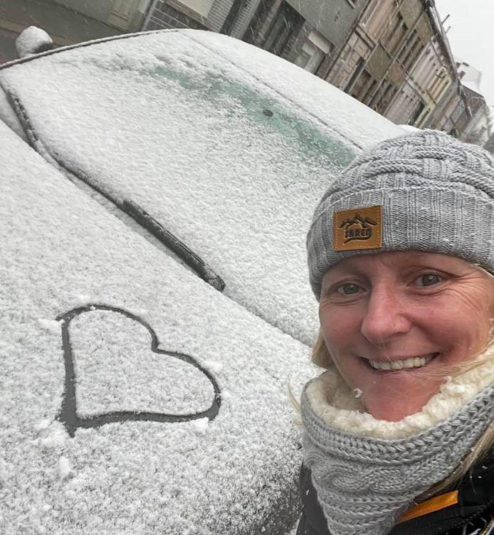 Sabrina houdt van de sneeuw.